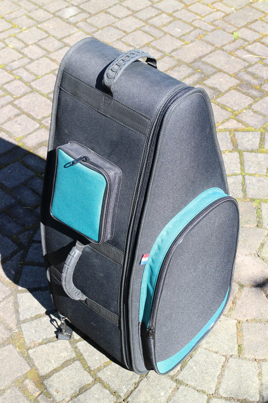 Leichter Bag, mit 2 Aussentaschen und Trageriemen für den Rücken